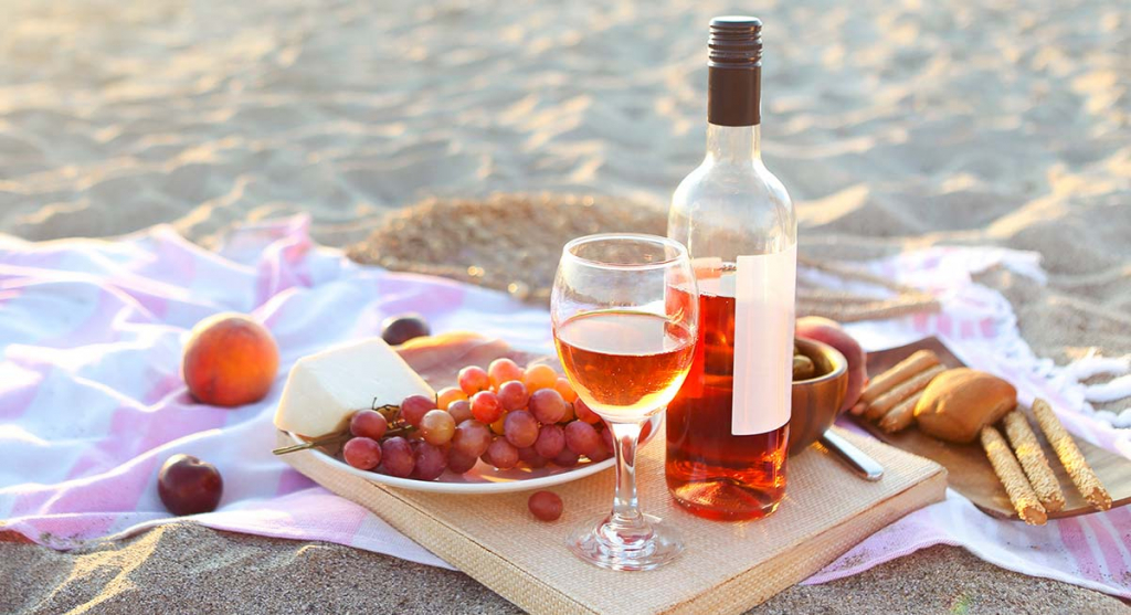 249504-1600x1066-beach-picnic-with-rose-wine.jpg