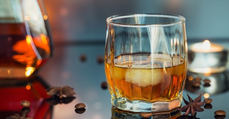 Winter-Drinking-Way-Less-Boring-with-These-Whisky-Cocktails-770x401.jpg